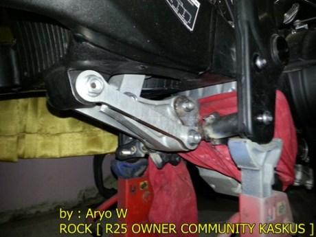 Pasang Swing Arm Yamaha R6 di yamaha R25 004 Pertamax7.com