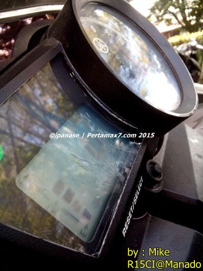 Speedometer yamaha R15 retak karena sinar matahari di Manado 003 Pertamax7.com