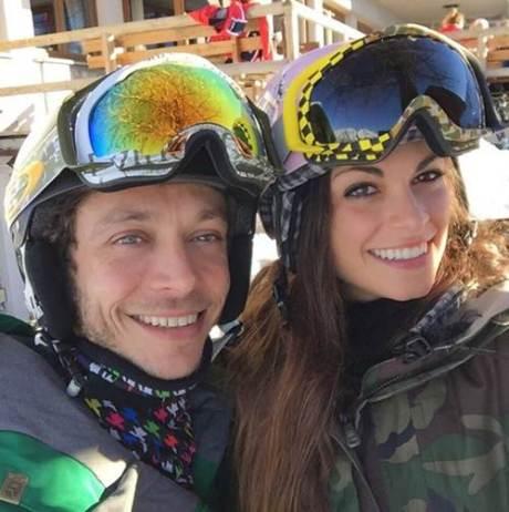 valentino rossi bersama pacarnya linda