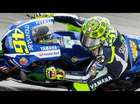 valentino rossi gunakan helm baru corak salju di test pra. Black Bedroom Furniture Sets. Home Design Ideas