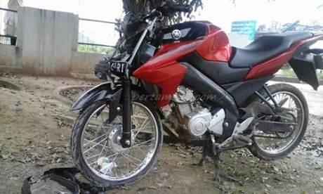 Yamaha New Vixion Ban cacing Ugal-ugalan Nggak bisa ngerem tabrak mobil 003 Pertamax7.com
