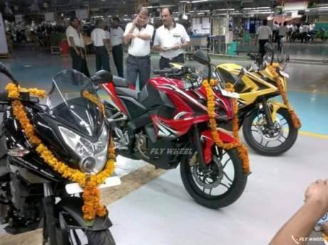 bajaj india mulai produksi pulsar 200 RS full fairing