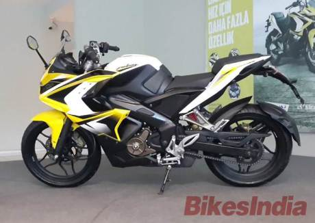 bajaj pulsar-200RS side