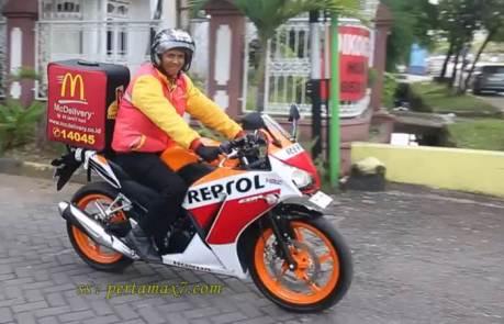 delivery order McD pakai Honda CBR150R repsol lokal k45 pertamax7.com