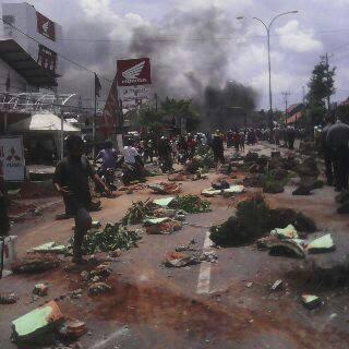 Demo nelayan hancurkan fasilitas kota Batang Jawa Tengah Pantura Macet 004