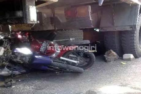 foto motor terlindas truk semen di wonogiri pertamax7.com