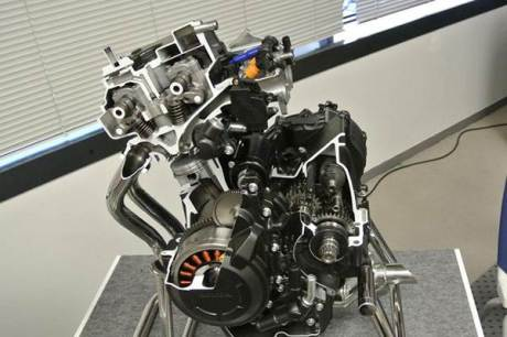 Honda-CBR400R-engine