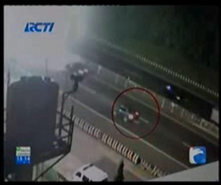 korban kecelakaan di seret mobil sejauh 30 km di cimahi