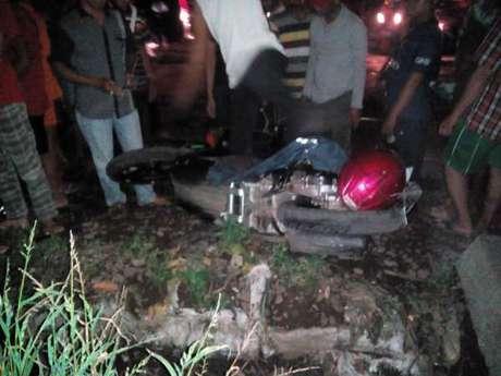 Melawan Arah, Pemotor Tewas Tertabrak Kereta di Kebayoran Lama