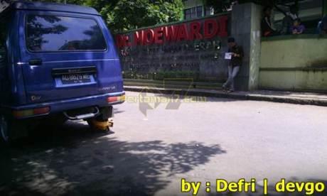 Parkir Sembarangan Roda di gembok Petugas di Solo 006 Pertamax7.com