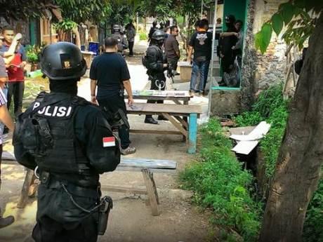 Penggerebekan diduga ISIS di Bekasi indonesia 001 Pertamax7.com