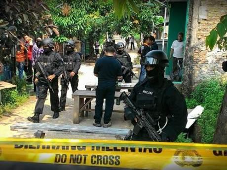 Penggerebekan diduga ISIS di Bekasi indonesia 003 Pertamax7.com