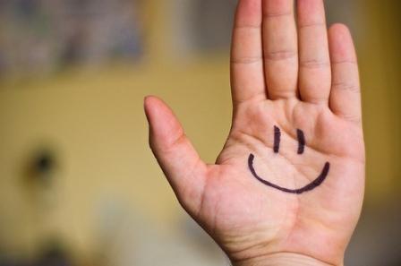 senyum-bahagia