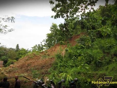 Tanah Longsor Landa Bukit Menoreh Kulonprogo 002 Pertamax7.com