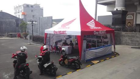 Honda memberikan fasilitas riding test di lobby Jogja City Mall bagi pengunjung yang tertarik untuk mencoba secara langsung performa dan kenyamanan pengoperasian Honda Vario 150 eSP.