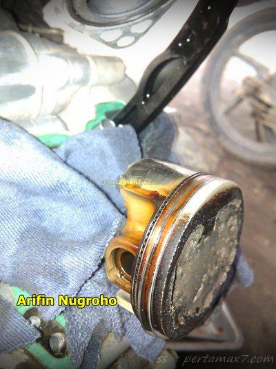 Wujud jerohan Mesin Yamaha New Vixion Setelah 34 ribu KM oli masuk ruang bakar 003 Pertamax7.com
