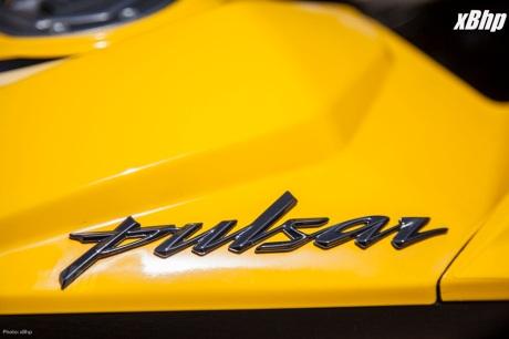 Bajaj Pulsar RS 200 Full Faired Wall Paper 04XbHP