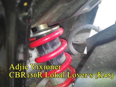 Cover Shock belakang HOnda CBR150R pecah Seperti Honda CB150R 02 pertamax7.com