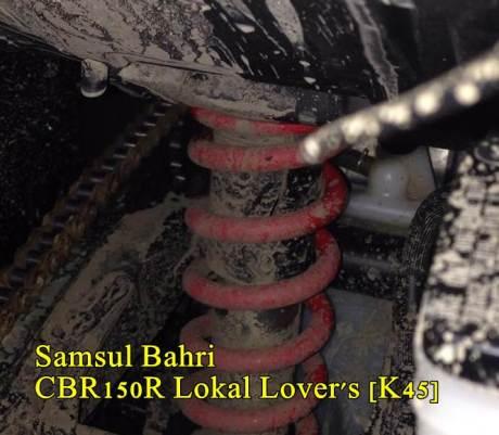 Cover Shock belakang HOnda CBR150R pecah Seperti Honda CB150R 03 pertamax7.com