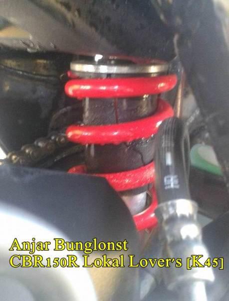 Cover Shock belakang HOnda CBR150R pecah Seperti Honda CB150R 04 pertamax7.com