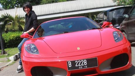 Ferrari F430  kevin aprilio Nyangkut di Gang