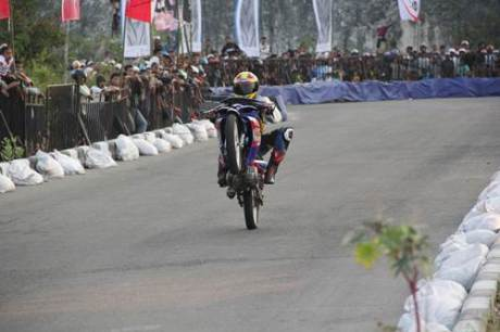 Keramaian penonton di kualifikasi seri 8 Yamaha Cup Race 2014 area Pantai Donggala Sulawesi Tengah