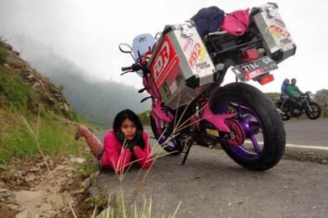Lady Biker Solo Riding Beber Yamaha Byson Pink Malang Jepara Jakarta dalam EKSPEDISI KARTINI 07  Pertamax7.com