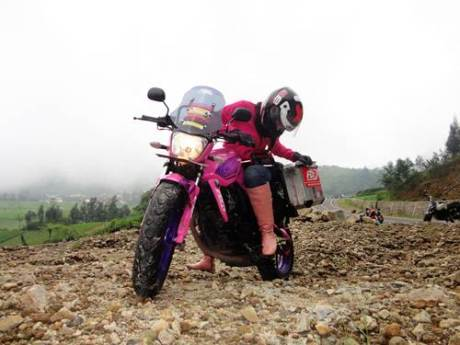 Lady Biker Solo Riding Beber Yamaha Byson Pink Malang Jepara Jakarta dalam EKSPEDISI KARTINI 10  Pertamax7.com