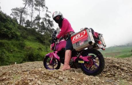 Lady Biker Solo Riding Beber Yamaha Byson Pink Malang Jepara Jakarta dalam EKSPEDISI KARTINI 11  Pertamax7.com