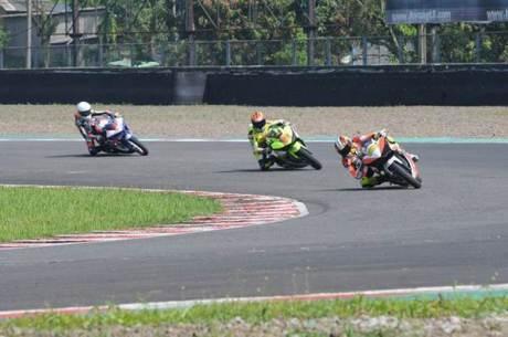 naik Motor 250 CC hendra rusbule  podium lawan yamaha R25 bored up 280 cc di yamaha sunday race 2015000 Pertamax7.com