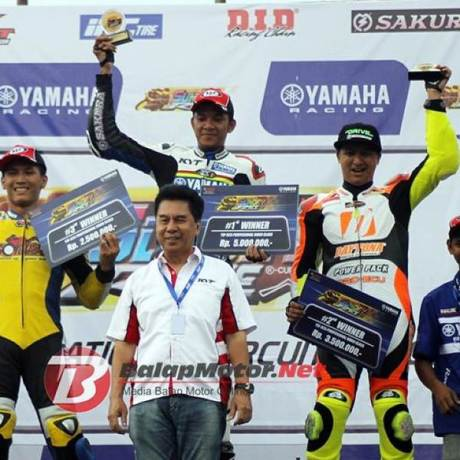naik Motor 250 CC hendra rusbule  podium lawan yamaha R25 bored up 280 cc di yamaha sunday race 2015002 Pertamax7.com