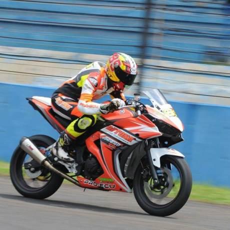 naik Motor 250 CC hendra rusbule  podium lawan yamaha R25 bored up 280 cc di yamaha sunday race 2015003 Pertamax7.com