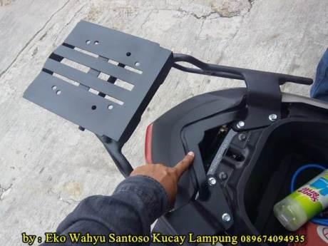 Pemasangan Braket Box Geser Kucay Lampung Yamaha Nmax 02  Pertamax7.com