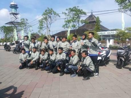 Peserta Tour de Soul naik All New Soul GT 125 di Masjid Agung Demak Jawa Tengah