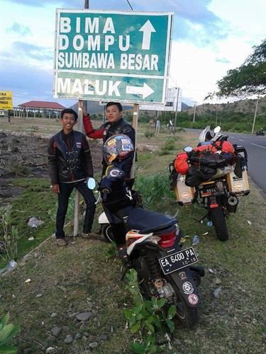 Aksi Komunitas Motor Box Indonesia bersihkan Papan Petunjuk Jalan dari Stiker Klub Motor ini Positif, Lanjutkan 04 pertamax7.com