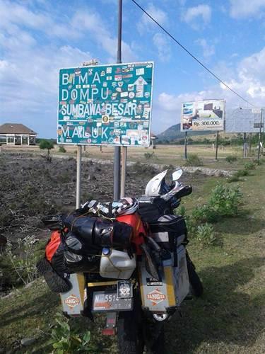 Aksi Komunitas Motor Box Indonesia bersihkan Papan Petunjuk Jalan dari Stiker Klub Motor ini Positif, Lanjutkan 07 pertamax7.com