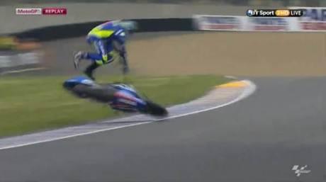 Aleix Espargaro Crash Hi SIde Motogp Le Mans france 2015 03Pertamax7.com