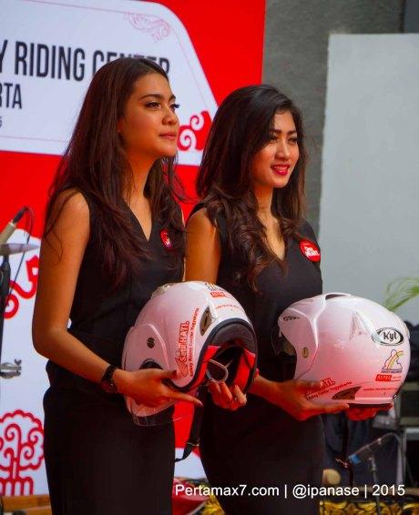 Astra Motor Bagikan 100 Helm SNI Untuk Komunitas Motor HOnda Yogyakarta_