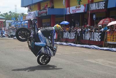 Atraksi Trikana di Seri 1 Yamaha Cup Race 2015 di GOR Satria Purwokerto