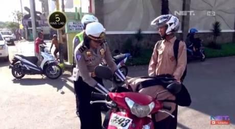 bocah smp sidoarjo nangis saat di tilang polisi yamaha mio