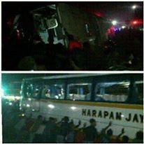 Bus Harapan Jaya terobos lampu merah Tabrak Motor , Hancur di Hakimi masa 05Pertamax7.com