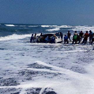 Honda Jazz Nyebur Laut Pantai Depok, di tolong Malah Kabur 1