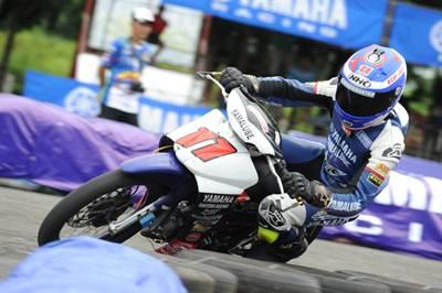 Jupiter Z1 injeksi digeber Dikki Ersa (Yamaha Yamalube NHK IRC Nissin NGK Bahtera R.T) juara umum kelas Pemula seri 1 Yamaha Cup Race 2015 di GOR Satria Purwokerto