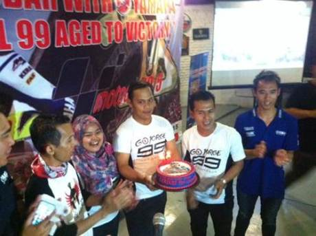 Perayaan ultah jorge lorenzo yamaha indonesia bersama fans klub 00