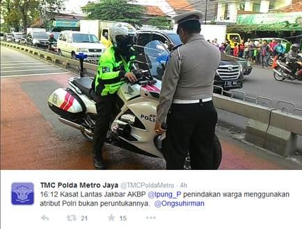 rocky hendramen Berlagak Bak Polisi, Pemoge Ini Ditilang karena Terobos Busway