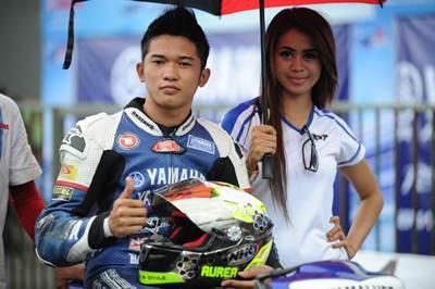 Syahrul Amin (Yamaha Yamalube NHK IRC Nissin NGK Bahtera R.T) juara umum kelas Seeded seri 1 Yamaha Cup Race 2015 di GOR Satria Purwokerto