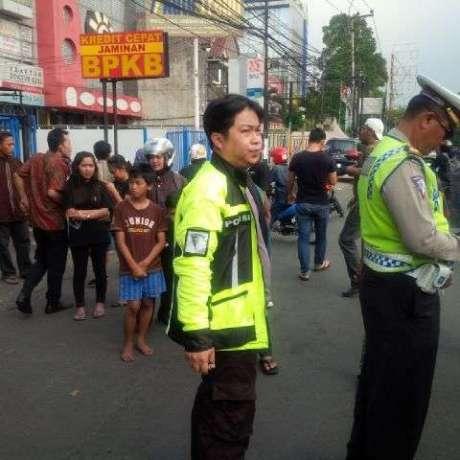 tampang rocky hendramen Berlagak Bak Polisi, Pemoge Ini Ditilang karena Terobos Busway