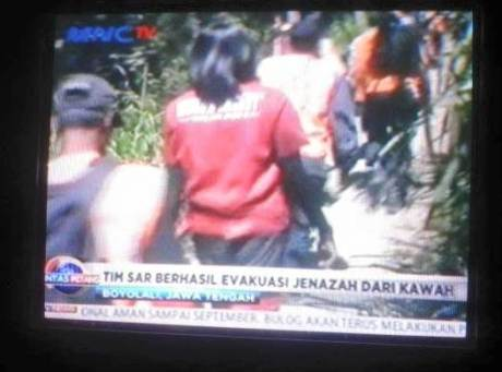 tim SAr berhasil evakuasi jenazah dari kawah gunung merapi