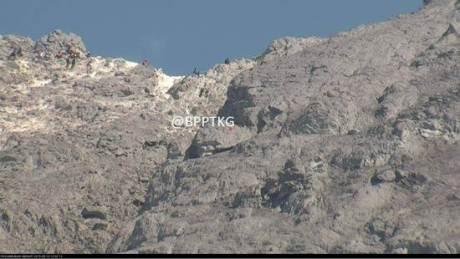 tim SAR evakuasi jenazah pendaki dari kawah merapi 00 pertamax7.com