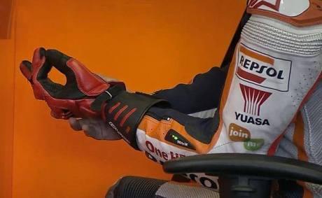 Trik Marquez hadapi Motogp Jerez dengan jari tangan retak  03Pertamax7.com
